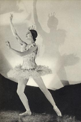 Dame Margot Fonteyn de Arias, from ''Footnotes to the Ballet'', published 1938 (b/w photo)
